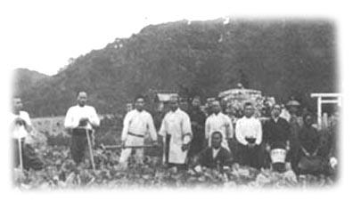 Morihei bei der Feldarbeit