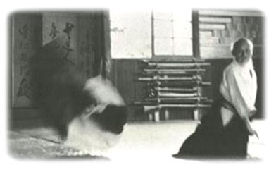 O Sensei bei der Ausführung eines Atemkraft-Wurfes
