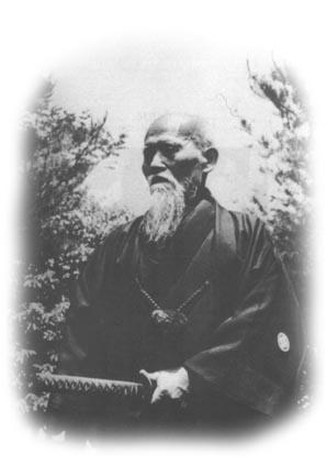 Morihei, mit dem Aiki-Schwert, das ihm die Macht gibt das Böse zu zerschneiden und in der Welt Frieden zu stiften